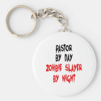 Pastor del asesino del zombi llavero redondo tipo pin