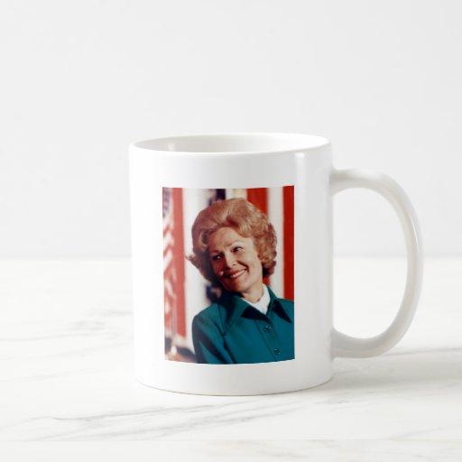 Pat para la primera señora taza básica blanca