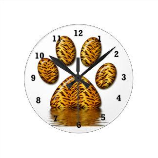 Pata #2 del tigre reloj redondo mediano
