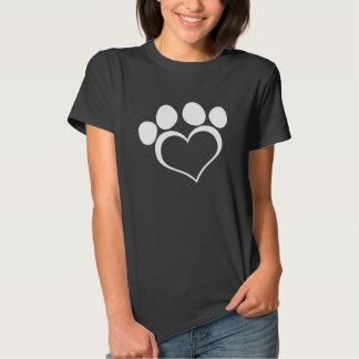 Pata blanco y negro del corazón camisas