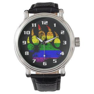 Pata de oso apenada orgullo gay de la bandera del relojes