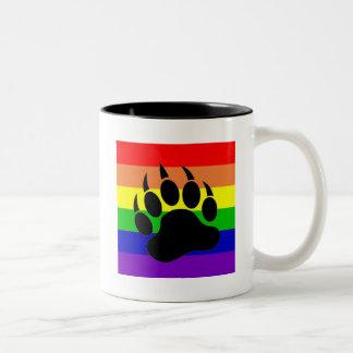 Pata de oso del orgullo gay taza dos tonos