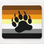 Pata del orgullo del oso tapetes de raton