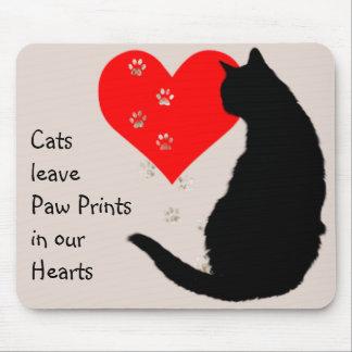 Pata-impresiones de la licencia de los gatos en nu alfombrilla de ratones