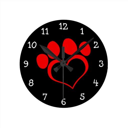 Pata negra y roja del corazón relojes de pared
