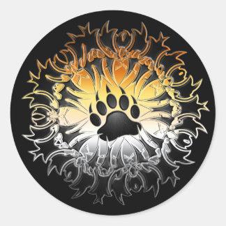 Pata tribal del orgullo del oso etiqueta redonda
