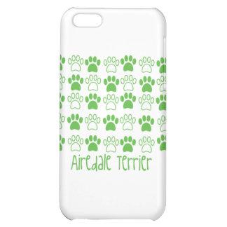 Pata verde por la pata Airedale Terrier