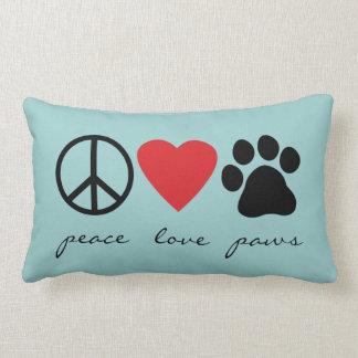 Patas del amor de la paz cojín