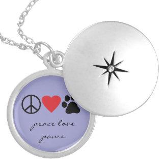 Patas del amor de la paz pendientes