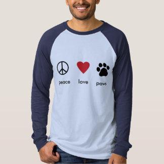 Patas del amor de la paz playeras