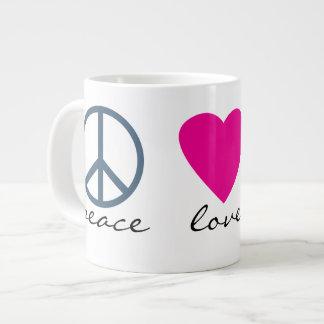 Patas del amor de la paz taza grande
