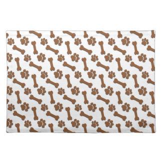 Patas del perro de BROWN y nombre de encargo y Mantel