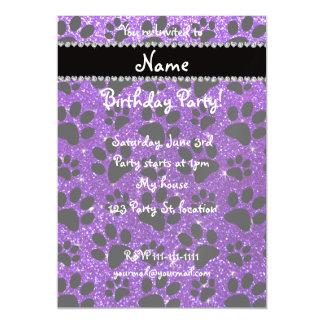 Patas púrpuras del perro negro del brillo del añil