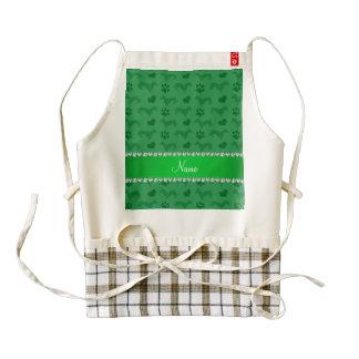 Patas verdes conocidas de encargo de los corazones delantal zazzle HEART