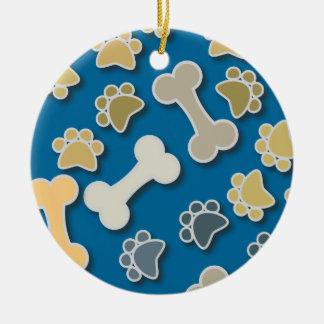 Patas y ornamento redondo azul de los huesos adorno navideño redondo de cerámica