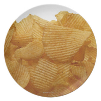 Patatas a la inglesa de patata en el fondo blanco, plato