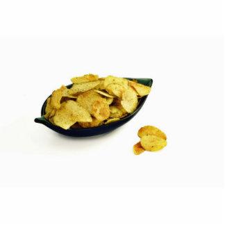 Patatas a la inglesa en el cuenco en el fondo blan fotoescultura vertical