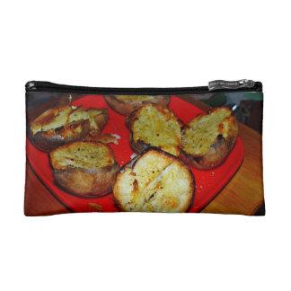Patatas cocidas en la placa plástica roja