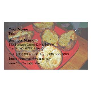 Patatas cocidas en la placa plástica roja plantillas de tarjetas de visita