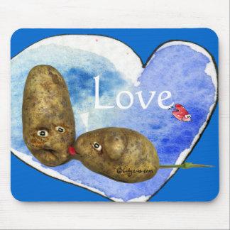 Patatas divertidas en el corazón Mousepads del