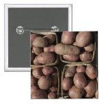 Patatas en el mercado de un granjero de New Jersey Pin Cuadrado