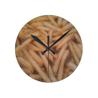 Patatas fritas deliciosas reloj redondo mediano
