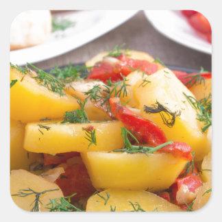 Patatas guisadas con el primer del paprika pegatina cuadrada