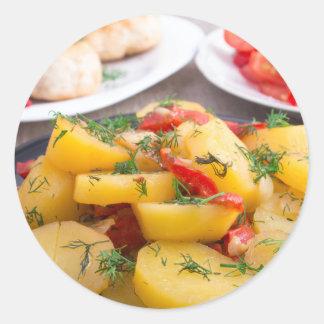 Patatas guisadas con el primer del paprika pegatina redonda