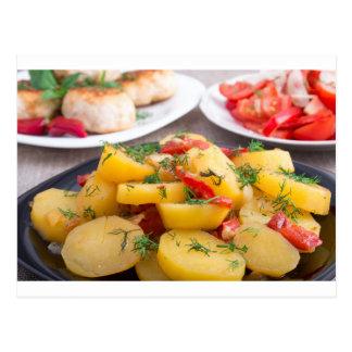 Patatas guisadas con el primer del paprika tarjeta postal