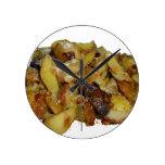 patatas y cebollas fritas con cheese.jpg reloj de pared