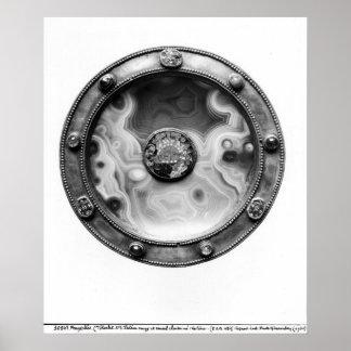 Paten con una representación del medallón dura póster
