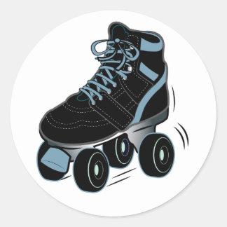 Patín de ruedas en negro pegatina redonda