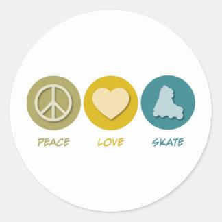 Patín del amor de la paz pegatina redonda