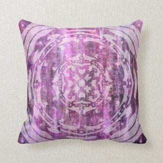 Pátina púrpura: Mandala y diamantes Almohada
