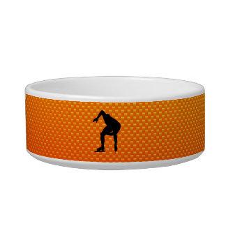 Patinador amarillo-naranja de la velocidad tazón para comida gato