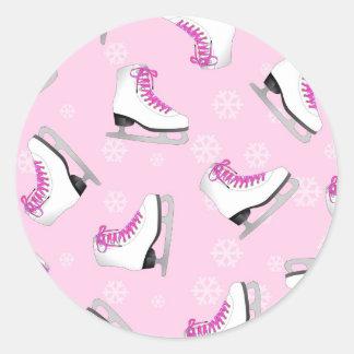 Patinaje artístico - rosa de los patines de hielo pegatina redonda
