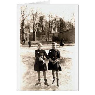 Patinaje de hielo de 1925 novias tarjeta de felicitación