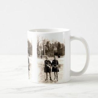 Patinaje de hielo de 1925 novias taza