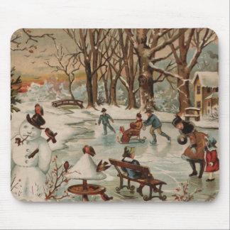 Patinaje de hielo de la escena del navidad del vin alfombrillas de ratón