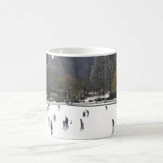 Patinaje de hielo en taza de café del Central Park