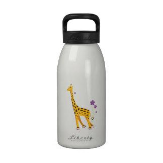 Patinaje sobre ruedas divertido de la jirafa botallas de agua
