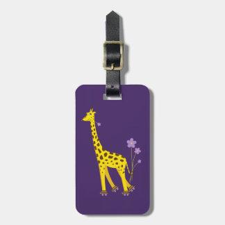 Patinaje sobre ruedas divertido de la jirafa del d etiquetas para maletas