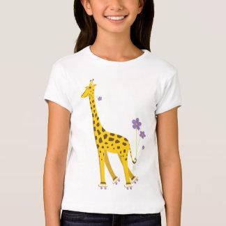 Patinaje sobre ruedas divertido de la jirafa playera