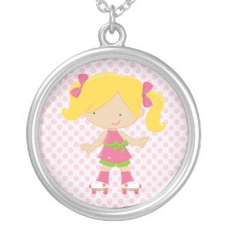 Patinaje sobre ruedas rosado del Blonde de los lun Collar Personalizado