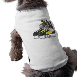 Patines amarillos del hockey sobre hielo ropa de perro