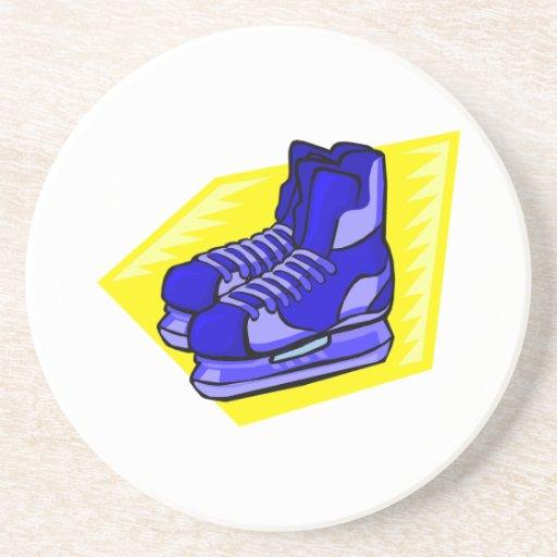 Patines azules del hockey posavasos para bebidas