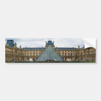 Patio del museo del Louvre con la pirámide Pegatina Para Auto