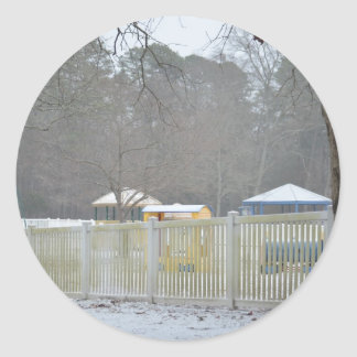 Patio en la nieve pegatina redonda