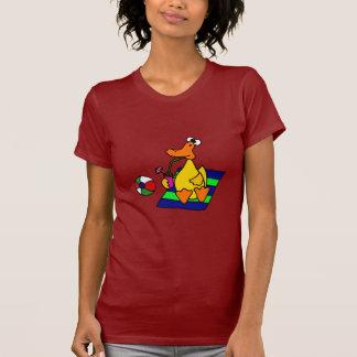 Pato amarillo divertido en la playa tee shirt