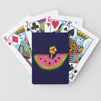 Pato amarillo divertido que come la sandía baraja de cartas